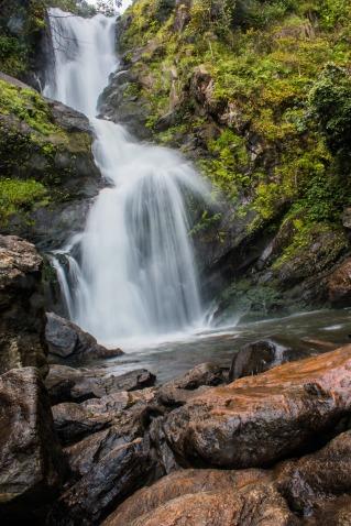 waterfall-2326171_1920.jpg